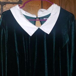 Emerald green velvet Hot topic dress size 4